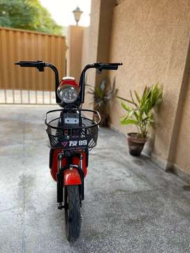Electircal scooter, smooth and easy to drive, 9-10 condition.