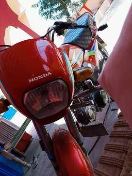Motar Bike  Honda 2017 Model Dream CD with Red colour 22000 KM use