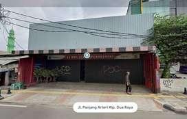 Disewakan Ruko/Showroom Lokasi Strategis di Pinggir Jalan Raya Utama