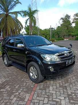 Toyota Fortuner 2.7 G automatic thn 2007 terawat.