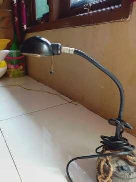 Lampu belajar atas meja