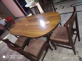 Soild and heavy weight 6 seater dinning table