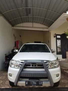 TOYOTA FORTUNER G DIESEL MATIC 2011 LOW KM