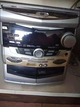 Pioneer original dvd player with its 3 speaker