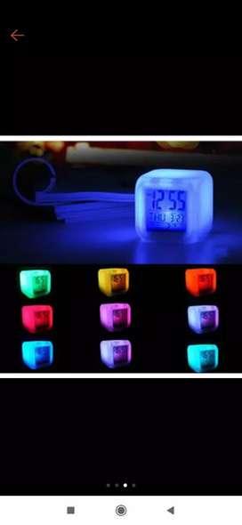Jam lampu kubus/dadu kotak berubah warna