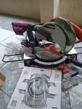 Mesin cutting alumunium maktec MT 230