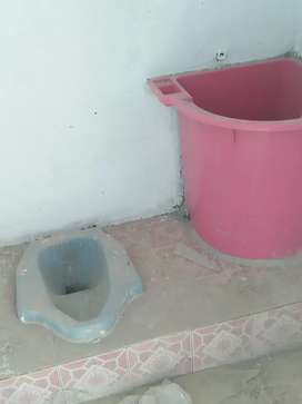 Jasa membersihkan Toilet