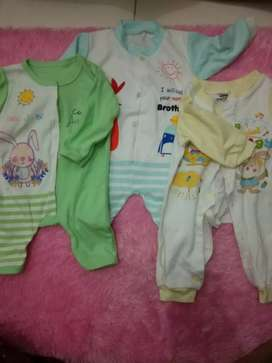 Jumpsuit (baju tidur) bayi 0-3 bulan