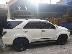 Mobil Fortuner 4x4