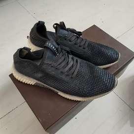Sepatu Sneakers Everbest Original  Hitam & Putih  Murah!!