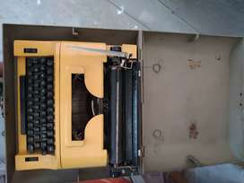 English typewriter machine