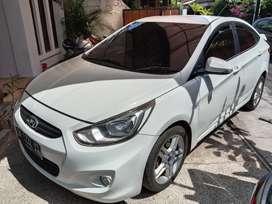 Butuh uang sedan Hyundai kondisi bagus