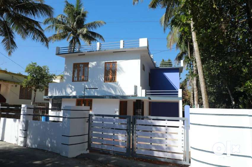 Villa for Ready to Occupy in 10 Cent Plot with Compound Wall 0