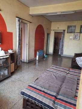 3bhk 2bathrooms top floor flat with car parking