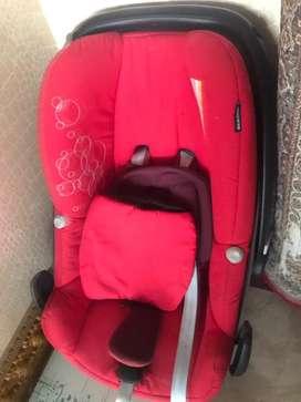 Kursi mobil bayi