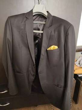 Branded Gents Suits at throw away price!!