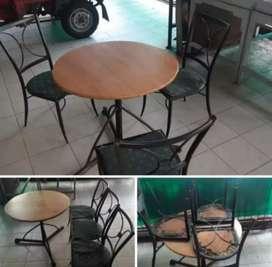 Meja dan kursi besi