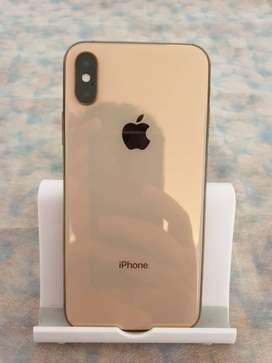 I phone XS top model with all accessories and box I low price.