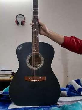 Semi electric guitar in good condition.