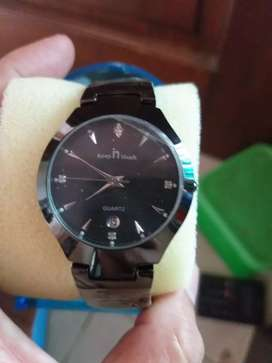 Jam tangan analog dgn model yg elegan