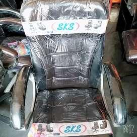 Offiece revolving chair.