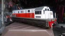 Miniatur kereta api indonesia cc 201, cc 203 dan cc 206.
