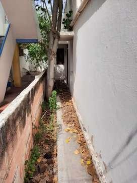 OLD 4 BHK HOUSE & GODOWN FOR SALE IN ANNA NAGAR NEAR CINIPRIYA THEATOR