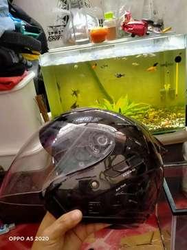 Helm kyt galaxy dobel visor hitam. Pakai sebulan.