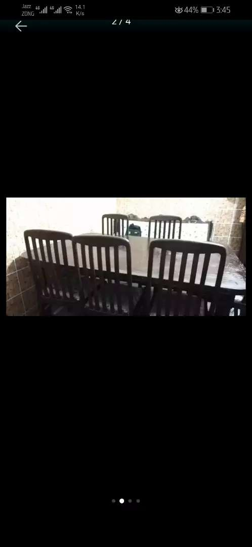 Dinning table in new condition. 0