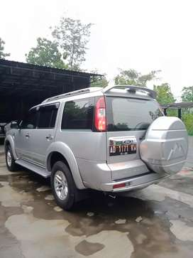 Ford Everest 2.5 10S solar 4x4 manual 2011