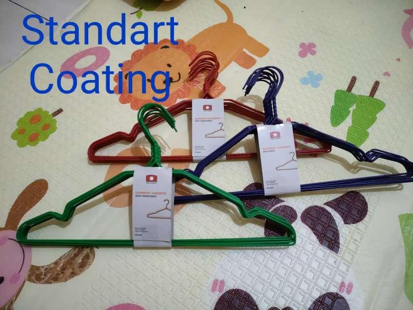 Gantungan Baju Kastok Hanger kawat besi lapis plastik standart coating 0