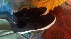 merek sepatu (walkers) udah lama gak di pakai baru 5 kali ukuran 43