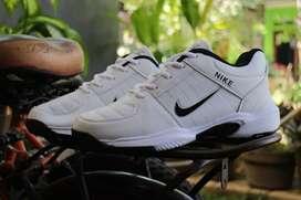 Sepatu Nike tennis running import pria keren