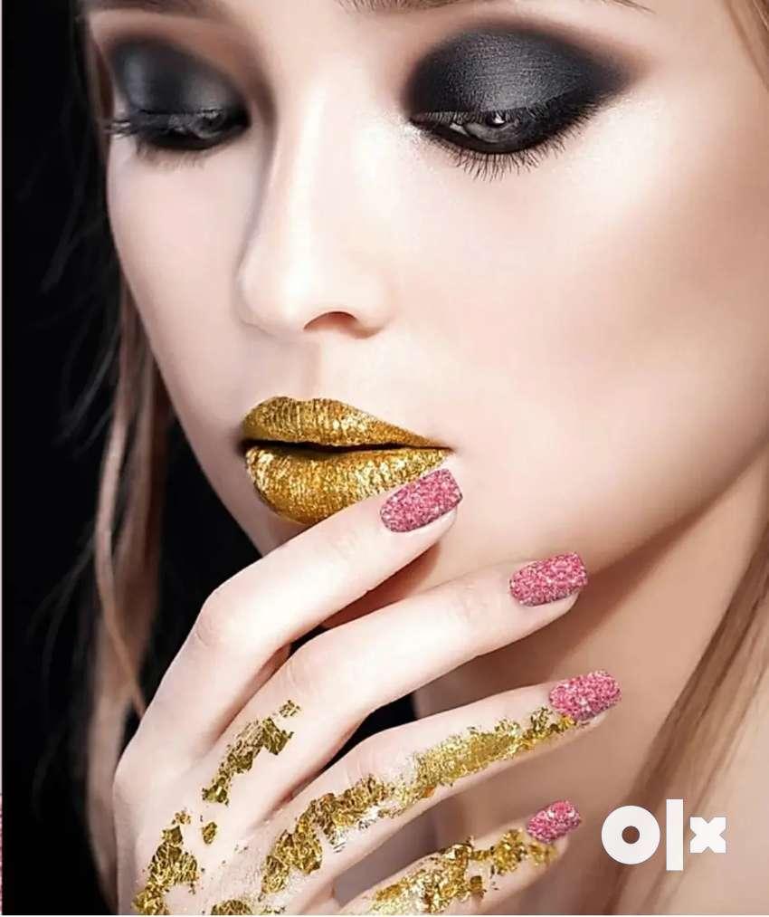 Nail extension/artist