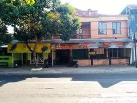 Ruko dengan Rumah makan aktif  Strategis Jalan Raya di Sukoharjo Kota