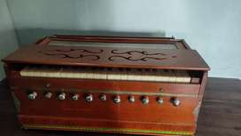 Harmonium with 11 knobs