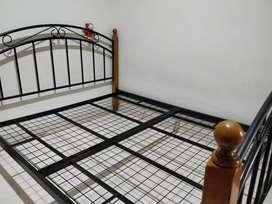 Ranjang tempat tidur besi kayu (bekas)