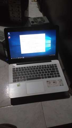 Di beli laptop bekas segala kondisi