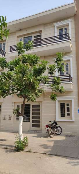 READY TO MOVE 3BHK FULLY FURNISHED FLAT ON KHARAR LUDHIANA ROAD,