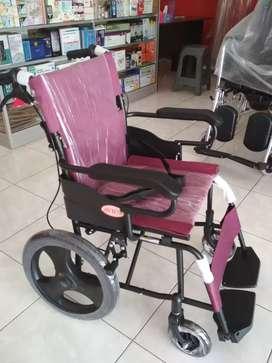 Kursi roda travelling maron black