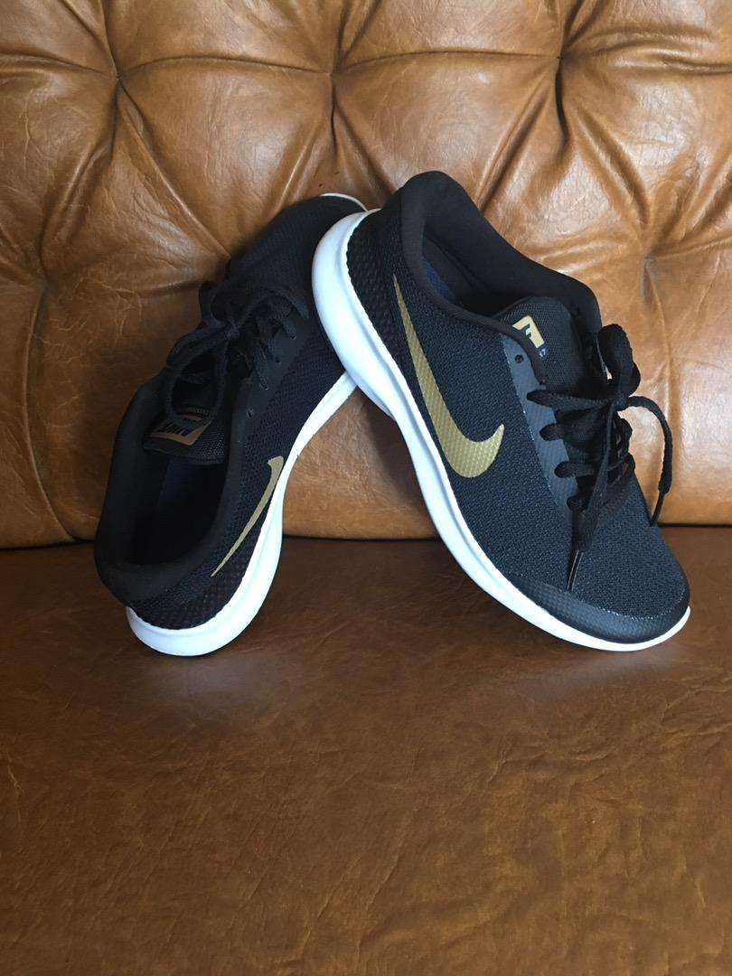 Sepatu nike original 0
