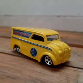Hot Wheels Dairy Delivery