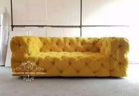 Kursi sofa bungkus warna kuning cerah