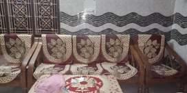 Good looking sofa set .