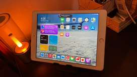 Ipad 6th Gen, 128GB, Silver with Charger and screen guard