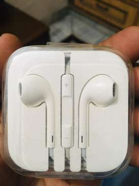 Iphone 6 headphones in luxury condition