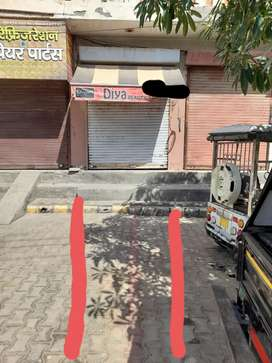Shop mall godam road near Krishna colony.  dukan Bina Chhat ke Hai.