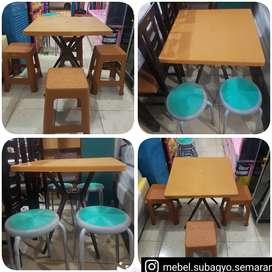Meja makan 4 kursi plastik