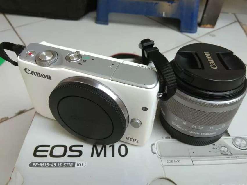 Dijual kamera Canon M10 warna putih siap pakai dijamin normal 0