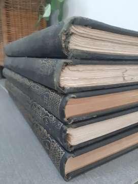 Buku koleksi lukisan dan patung